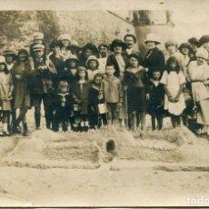 Postales: GRUPO DE NIÑOS EN LA PLAYA AÑOS 20- FOTOGRÁFICA. Lote 134981150