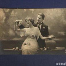 Postales: POSTAL FOTOGRAFICA DE PAREJA. ED. LEVY FILS CIE PARIS. 2096. ESCRITA 1917.. Lote 144758158