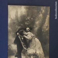 Postales: POSTAL FOTOGRAFICA DE PAREJA. ED. SOL 1054. ESCRITA.. Lote 144781946