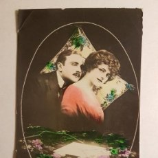 Postales: POSTAL PAREJA ROMANTICA CON CARTA. Lote 147764110