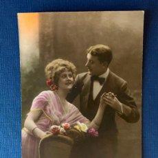 Postales: ANTIGUA TARJETA POSTAL COLOREADA - PAREJA - ED. PC PARIS 1. ESCRITA 1920.. Lote 153393962