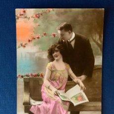 Postales: ANTIGUA TARJETA POSTAL COLOREADA - PAREJA - ED. SOL 2150. ESCRITA 1921.. Lote 153394894