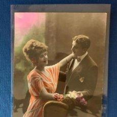 Postales: POSTAL COLOREADA DE PAREJA. ED. PC PARIS 1. ESCRITA 1920.. Lote 153420298