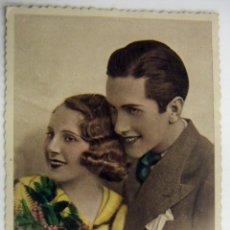 Postales: POSTAL PAREJA DE ENAMORADOS - COLOREADA - BARNA 1949. Lote 166025434