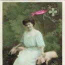 Postales: CHICA CON DOS CERDITOS, CIRCULADA EN 1909. Lote 167838860