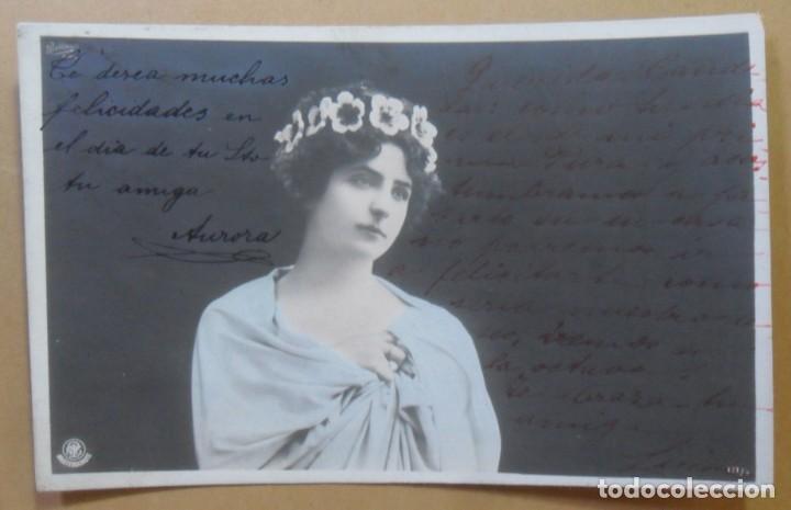 TARJETA POSTAL CIRCULADA EN 1904 - DAMA CON DIADEMA DE FLORES - SELLO DE 10 CTS. (Postales - Postales Temáticas - Galantes y Mujeres)