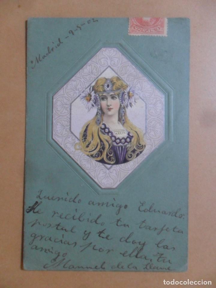 TARJETA POSTAL CON RESALTE - SEÑORITA ENGALANADA - CIRCULADA 10 DE MAYO DE 1902 - SELLO DE 10 CTS. (Postales - Postales Temáticas - Galantes y Mujeres)