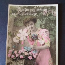 Postales: MUJER CON FLORES POSTAL. Lote 171425743
