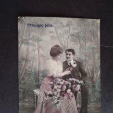 Postales: POSTAL GALANTE CORTEJANDO DAMA CON FLORES. Lote 171510327