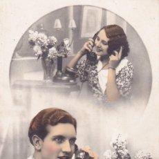 Postales: NOVIOS HABLANDO POR TELÉFONO CIRCULADA 1935. Lote 173457897