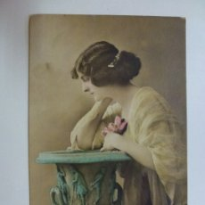 Postales: POSTAL ANTIGUA COLOREADA. DAMA. PFB 3018/6. ESCRITA EN 1921.. Lote 176265897