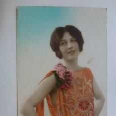 Postales: POSTAL ANTIGUA COLOREADA. DAMA. ESCRITA EN 1928.. Lote 176266198