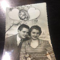 Postales: FOTO POSTAL ENAMORADOS - AÑO 1955 - LOS ARROYOS. Lote 176383632