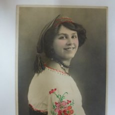 Postales: POSTAL ANTIGUA COLOREADA. DAMA CON FLORES. F.M. K. 3991. ESCRITA EN 1907.. Lote 176543240