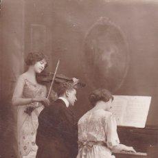 Postales: TOCANDO EL PIANO Y EL VIOLÍN FRISA CIRCULADA 1915. Lote 176939283