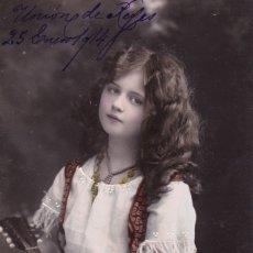 Postales: SEÑORITA TOCANDO LA BANDOLINA CIRCULADA 1914. Lote 176939880