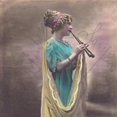 Postales: SEÑORITA TOCANDO LA FLAUTA CIRCULADA 1927. Lote 176939960