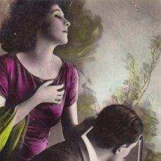 Postales: PAREJA TOCANDO EL VIOLIN CIRCULADA 1930. Lote 176985917
