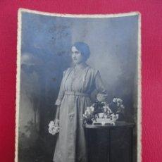 Postales: POSTAL MUJER. FOTO DE ESTUDIO. FOTÓGRAFO A. SOLDEVILA. SABADELL.PP.S.XX.. Lote 179328987
