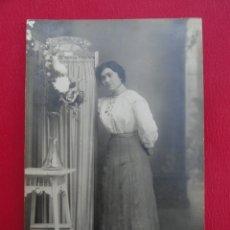 Postales: POSTAL MUJER. FOTO DE ESTUDIO. FOTÓGRAFO BANÚS. BARCELONA. PP.S.XX.. Lote 179330272