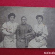 Postales: POSTAL MUJERES. FOTO DE ESTUDIO MADRE E HIJAS. SABADELL 11 DE OCTUBRE DE 1907.. Lote 179335020