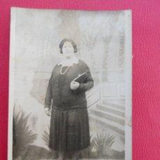 Postales: POSTAL MUJER. FOTO DE ESTUDIO. PP.S.XX.. Lote 179343047