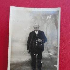 Postales: POSTAL HOMBRE ANCIANO. FOTO DE ESTUDIO. PP.S.XX.. Lote 179343187