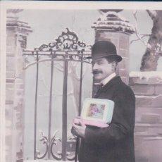 Postales: POSTAL GALANTE HOMBRE CON BIJOTE SOMBRERO TRAJE BASTOSN PUERTA - 185 DQL. Lote 180230162