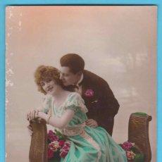 Postales: PAREJA ROMÁNTICA. RP 1373. FABRICATION FRANÇAISE. VIRADO EN SEPIA Y COLOREADA. ESCRITA EN 1922. Lote 183371720