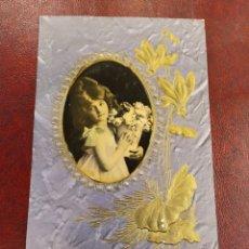 Postales: POSTAL TROQUELADA. FLORES Y FOTOGRAFÍA DE NIÑA.. Lote 183673953