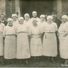 Postales: GRUPO DE MUJERES Y HOMBRES AÑOS 20- ORIGINAL FOTOGRÁFICA-COCINERAS DE HOTEL O RESTAURANTE. Lote 190802740
