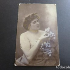 Postales: MUJER CON FLORES POSTAL. Lote 191175617