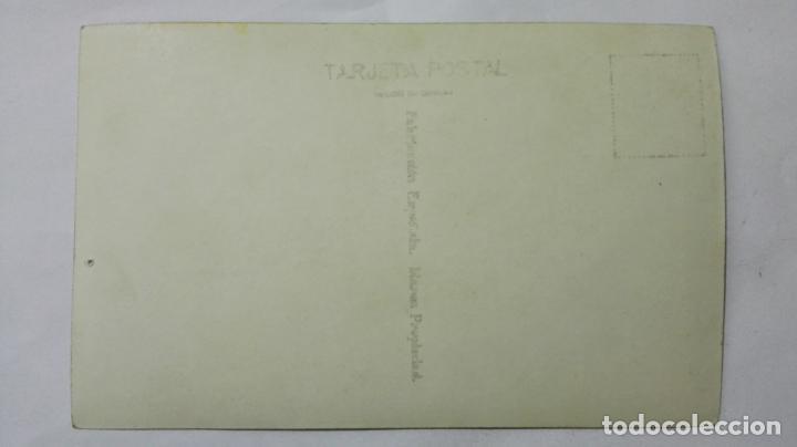 Postales: POSTAL, MATRIMONIO CON SUS HIJOS, AÑOS 60, MEDIDAS 13,5 X 8,5 CM - Foto 2 - 191931485