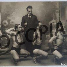 Postales: ANTIGUA POSTAL HOMBRES DESNUDOS EN CLASE DE GIMNASIA. SIN USO.. Lote 192241991