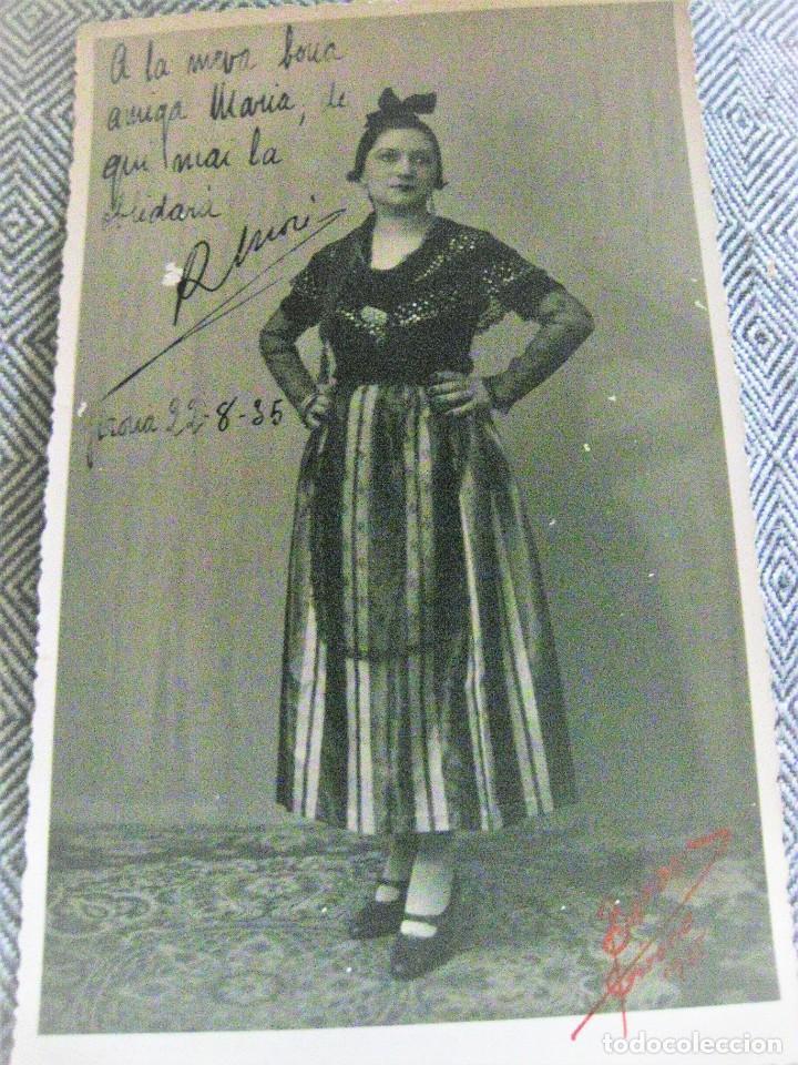BONITA FOTOGRAFIA SEÑORA VESTIDA CON TRAJE TRADICIONAL CATALAN . . BARBER GIRONA 1935 17/ 11 CM (Postales - Postales Temáticas - Galantes y Mujeres)
