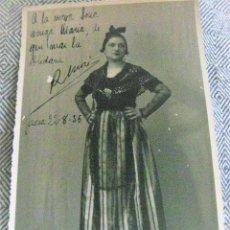 Postales: BONITA FOTOGRAFIA SEÑORA VESTIDA CON TRAJE TRADICIONAL CATALAN . . BARBER GIRONA 1935 17/ 11 CM. Lote 194241708