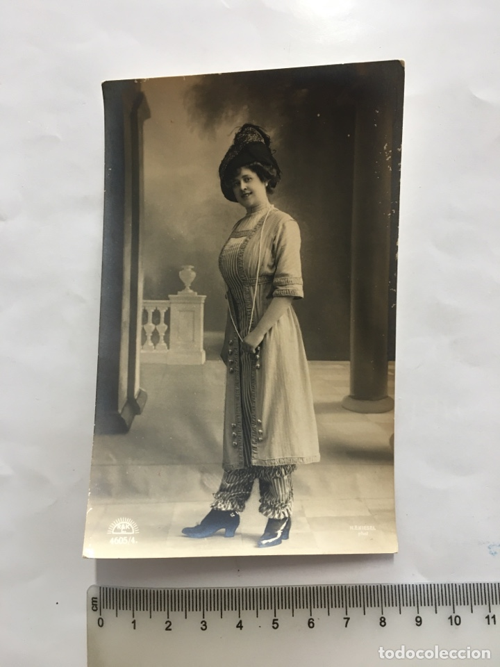 POSTAL ROMÁNTICA. JOVEN ELEGANTE. H. 1920?. (Postales - Postales Temáticas - Galantes y Mujeres)