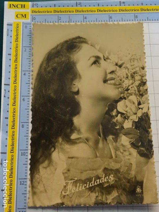 POSTAL DE MUJERES Y GALANTES. AÑO 1961. MUJER CON FLORES . 147 (Postales - Postales Temáticas - Galantes y Mujeres)