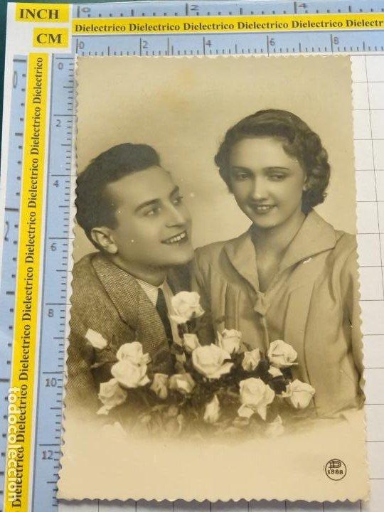 POSTAL DE MUJERES Y GALANTES. AÑO 1953. ENAMORADOS FLORES . 148 (Postales - Postales Temáticas - Galantes y Mujeres)