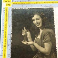Postales: POSTAL DE MUJERES Y GALANTES. AÑOS 30 50. MUJER CON HOMBRE MINIATURA . 149. Lote 195482086