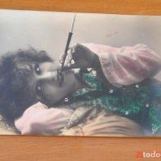Postales: POSTAL SEÑORITA FUMANDO. Lote 195510631