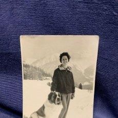 Postales: FOTO POSTAL MUJER NIEVE ALPES SUIZA SAN BERNARDO ESQUI MONTAÑA INVIERNO. Lote 205740545