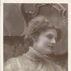 Postales: POSTAL COLOREADA MUJER CON CORSÉ. MARQUE ETOILE. PARÍS. 1909. EMAILLOGRAPHIE. 14X9 CM. MODERNISTA.. Lote 217894092
