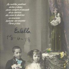 Postales: POSTAL COLOREADA NIÑA Y NIÑO ARRODILLADOS. CALELLA. 1918. 14X9 CM. MODERNISTA. ART NOUVEAU.. Lote 217916132
