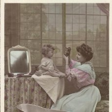 Postales: POSTAL COLOREADA. MUJER CON NIÑA Y BAÑERA. SAZERAC. 108. 1908. 14X9 CM. MODERNISTA. ART NOUVEAU.. Lote 217920492
