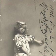 Postales: POSTAL NIÑA CON GATO COMIENDO PLATO. RPH. 4051/52. 14X9 CM. 1910. MODERNISTA.. Lote 218116295