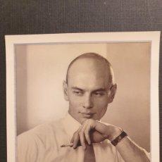 Cartoline: YUL BRYNNER POSTCARD. DOROTHY WILDING 1951. NATIONAL PORTRAIT GALLERY. Lote 231776700
