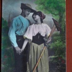 Postales: POSTAL JOVENES CAMPESINOS DLG 176/2 1908. ESCRITA. Lote 238371265