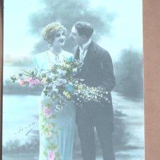 Postales: POSTAL PAREJA CON RAMO IRISA 2782 1908. ESCRITA. Lote 238371540