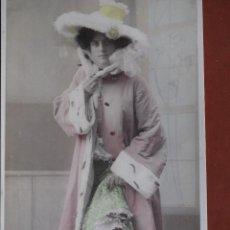 Postales: POSTAL JOVEN CON ABRIGO Y SOMBRERO DE ARMIÑO. SERIE 371-4654. 1907. ESCRITA. Lote 238811555